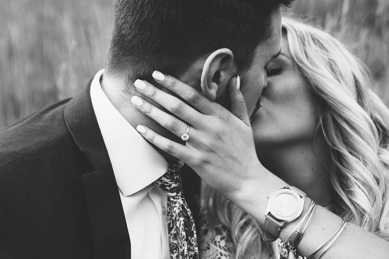 Comment embrasser avec la langue