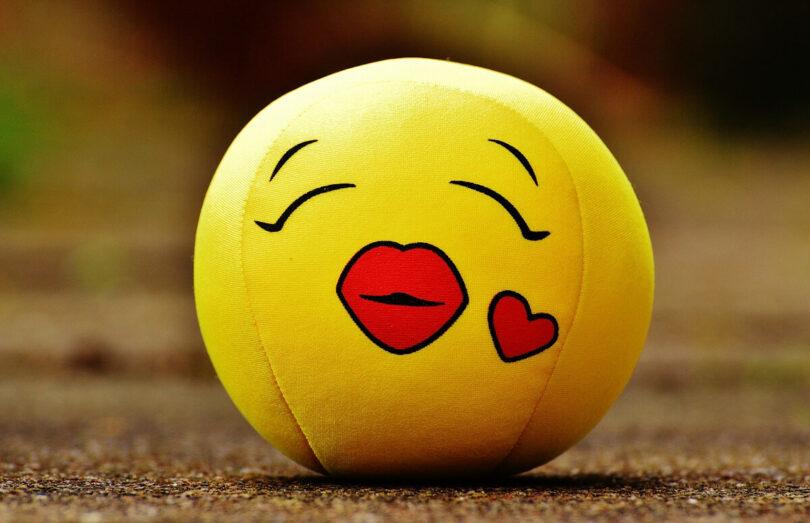 smiley bisou coeur